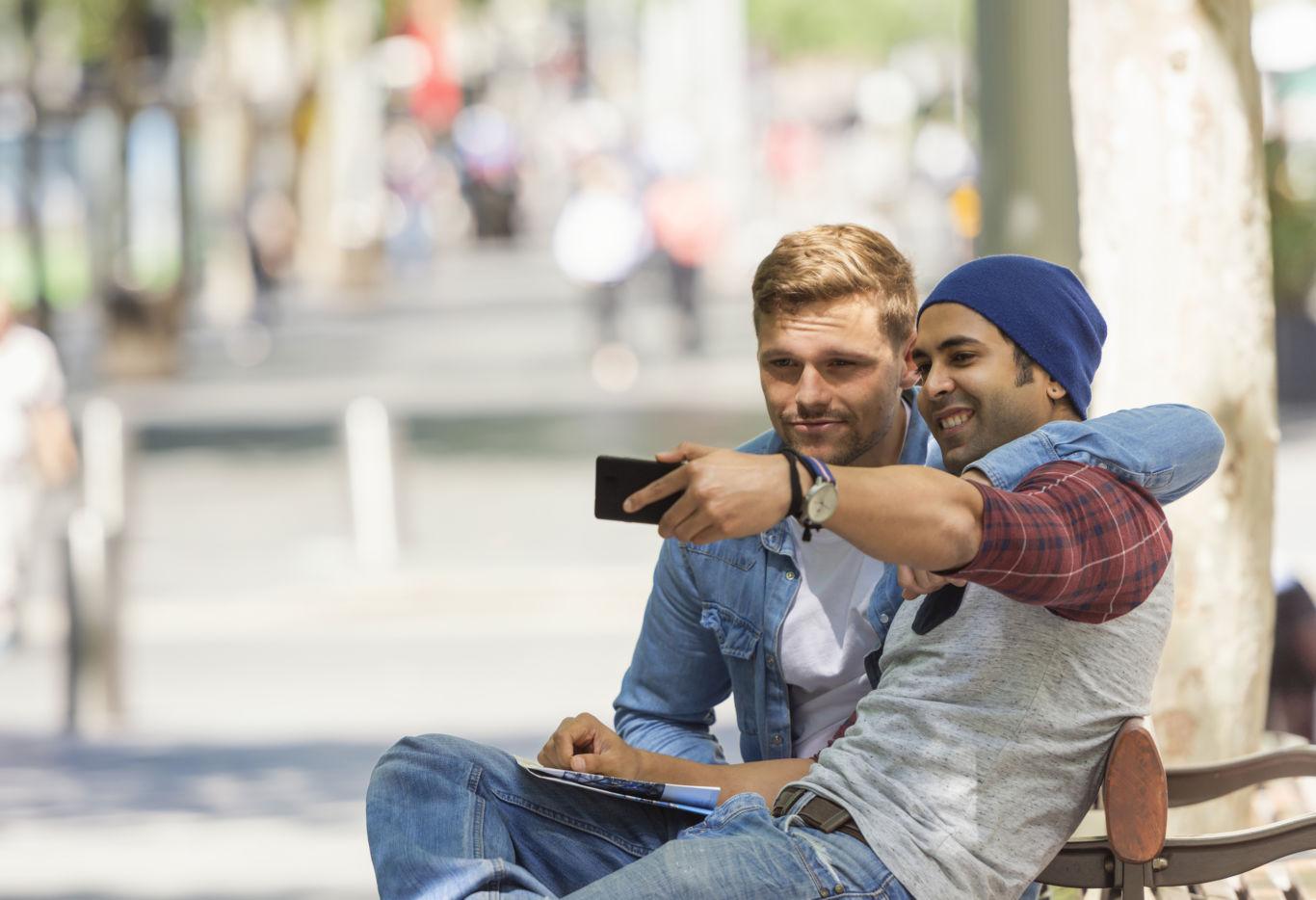 Friends Holding Phone | Nine15 Midtown